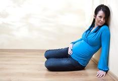 纵向孕妇 库存照片