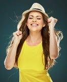 纵向微笑的妇女年轻人 暴牙的微笑 免版税库存照片