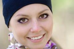 纵向微笑的妇女年轻人 库存图片
