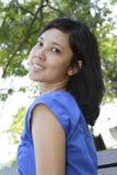 纵向微笑的妇女 图库摄影