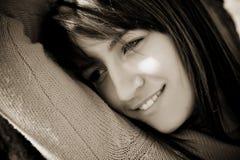纵向微笑的妇女 免版税库存照片