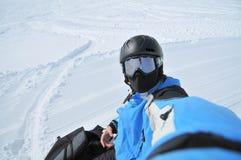 纵向挡雪板炫耀冬天 图库摄影