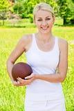 纵向橄榄球女运动员 库存图片