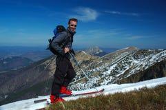 纵向滑雪者 免版税库存图片