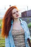 纵向红头发人妇女年轻人 库存图片