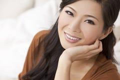 纵向美丽的新亚裔中国妇女 库存图片