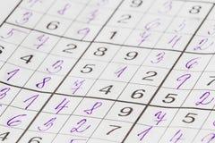 纵横填字游戏sudoku充满蓝色油漆 库存图片