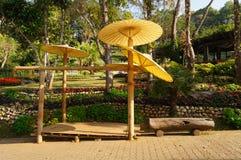 纸伞在庭院,泰国里 库存图片