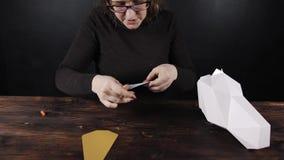 纸切开的绘图员,纸独角兽 影视素材