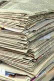 纸叠浪费 老报纸 库存图片