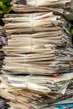 纸叠浪费 老报纸 免版税库存照片
