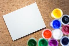 纸和树胶水彩画颜料在黄柏 库存照片