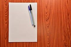 纸和笔 免版税库存图片