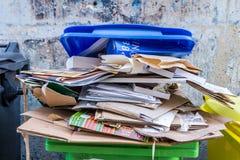 纸和纸板回收站 库存照片