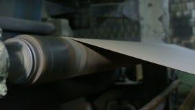 纸和纸板的生产在老工厂设备 股票录像