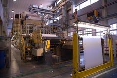 纸和纸浆厂-工厂& x28; 精整Line& x29; 库存图片
