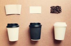 纸咖啡杯嘲笑为烙记从顶视图机智的身分 库存图片