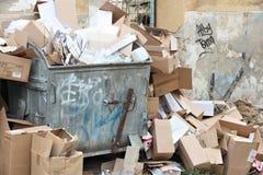 纸回收的容器 免版税库存照片