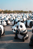 纸在1,600只熊猫世界游览的Mache熊猫在曼谷 免版税库存图片