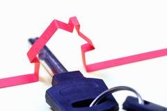 纸抽象房子 实际庄园的保险 关键标志 免版税库存图片