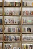 纸时间书店书架  免版税库存图片