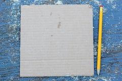 纸板和铅笔,工作的准备板料  免版税图库摄影