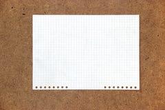 纸板明亮的五颜六色的羊毛片断穿线,纸e 免版税库存图片