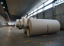 纸板磨房纸张工厂黏浆状物质卷 免版税库存图片