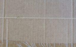 纸板箱密封与包装磁带 免版税库存图片