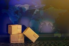 纸板箱的网上购物概念包装在笔记本k的 免版税图库摄影