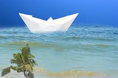 纸海运船 象征与游轮的假期 库存图片