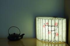 纸灯和茶罐 图库摄影