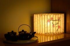 纸灯和茶罐 免版税图库摄影