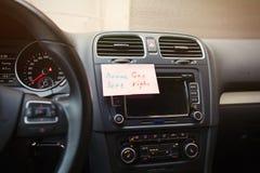 纸片与气体和在哪里刹车汽车的提示的 免版税库存照片