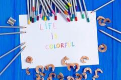 纸片与生活是五颜六色的文本 免版税图库摄影