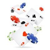 纸牌和纸牌筹码飞行 向量 皇族释放例证