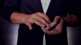 纸牌戏法 魔术师` s手 影视素材