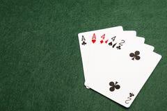 纸牌游戏手-两个对 库存照片