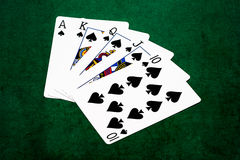 纸牌游戏手-同花大顺-锹 免版税图库摄影