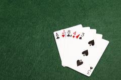 纸牌游戏手-高卡片 免版税图库摄影