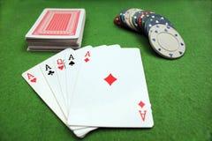纸牌游戏手 图库摄影