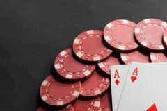 纸牌筹码和看板卡 3d高例证图象解决方法 库存图片
