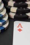 纸牌筹码和看板卡 3d高例证图象解决方法 图库摄影
