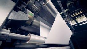 纸生产机器的侧视图 4K 影视素材