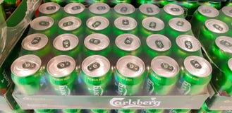 纸盒嘉士伯啤酒 库存图片