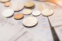 纸票据和硬币金钱特写镜头 免版税库存图片
