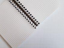 纸笔记本覆盖空的空白的被摆正的线螺旋办公室页 库存图片