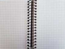 纸笔记本覆盖空的空白的被摆正的线螺旋办公室页 免版税库存图片