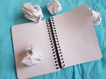 纸笔记本覆盖空的空白的被摆正的线螺旋办公室页 库存照片