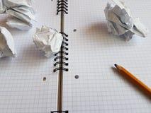 纸笔记本覆盖空的空白的被摆正的线螺旋办公室页 免版税库存照片